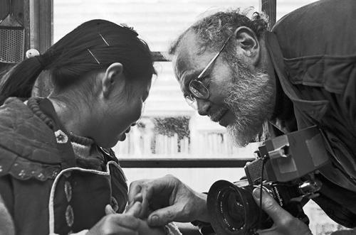 eugene smith minamata photo essay Twelve folio-sized phototgraphic reproductions from w eugene smith's minamata accompanied the touring exhibition of smith's photo essay on minamata.